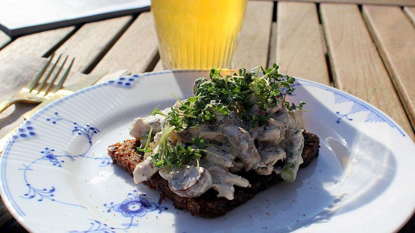 Frokostklassiker: Hjemmelavet hønsesalat