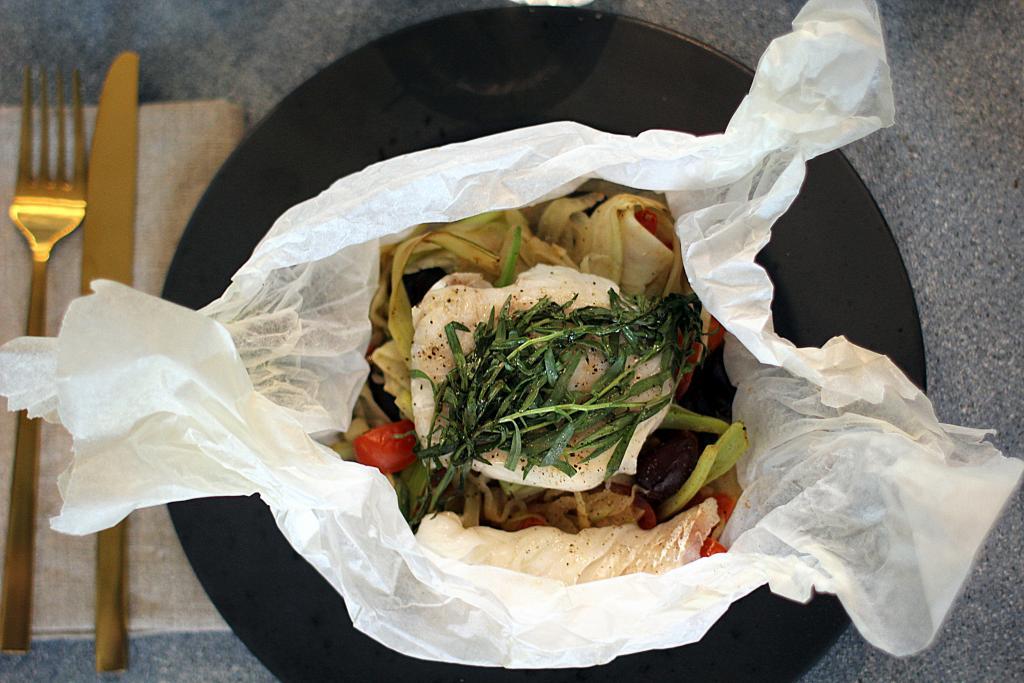 Hvidfisk en Papilotte: Sådan tilbereder du fisk og grøntsager på samme tid...