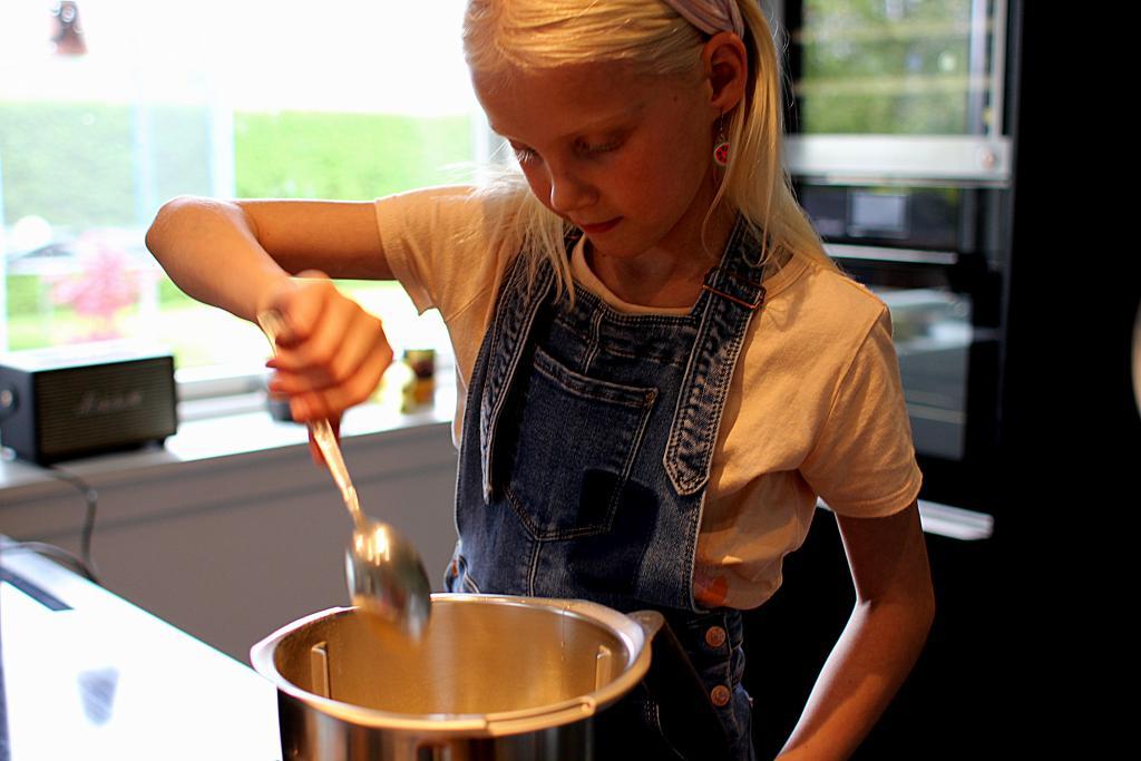 Rasmus Klumps Pandekager med syltetøj og sukker...