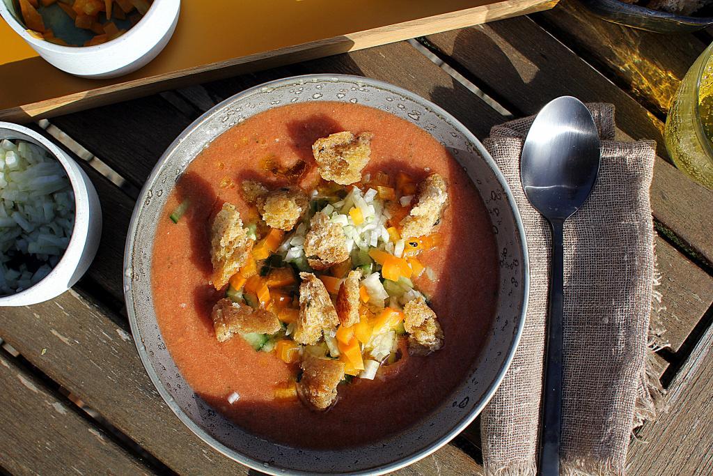 Den perfekte sommerret: Gazpacho - Opskrift på kølig tomatsuppe