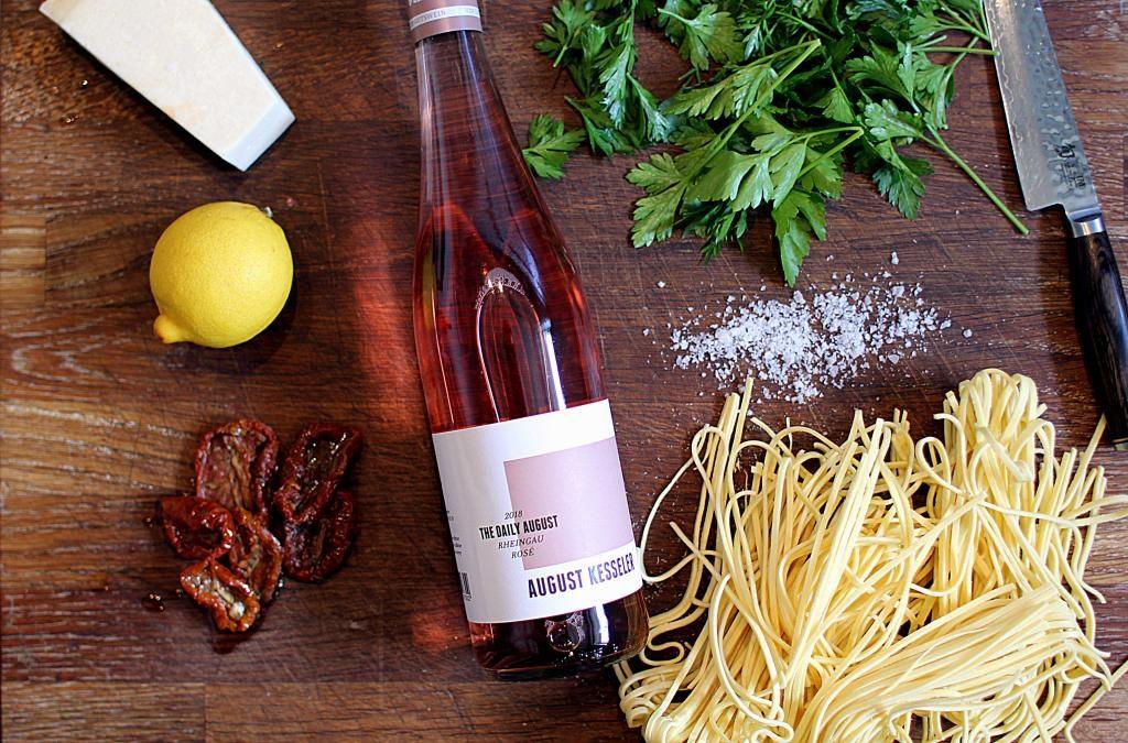 Frisk pasta med pesto - verdens nemmeste pastaret!