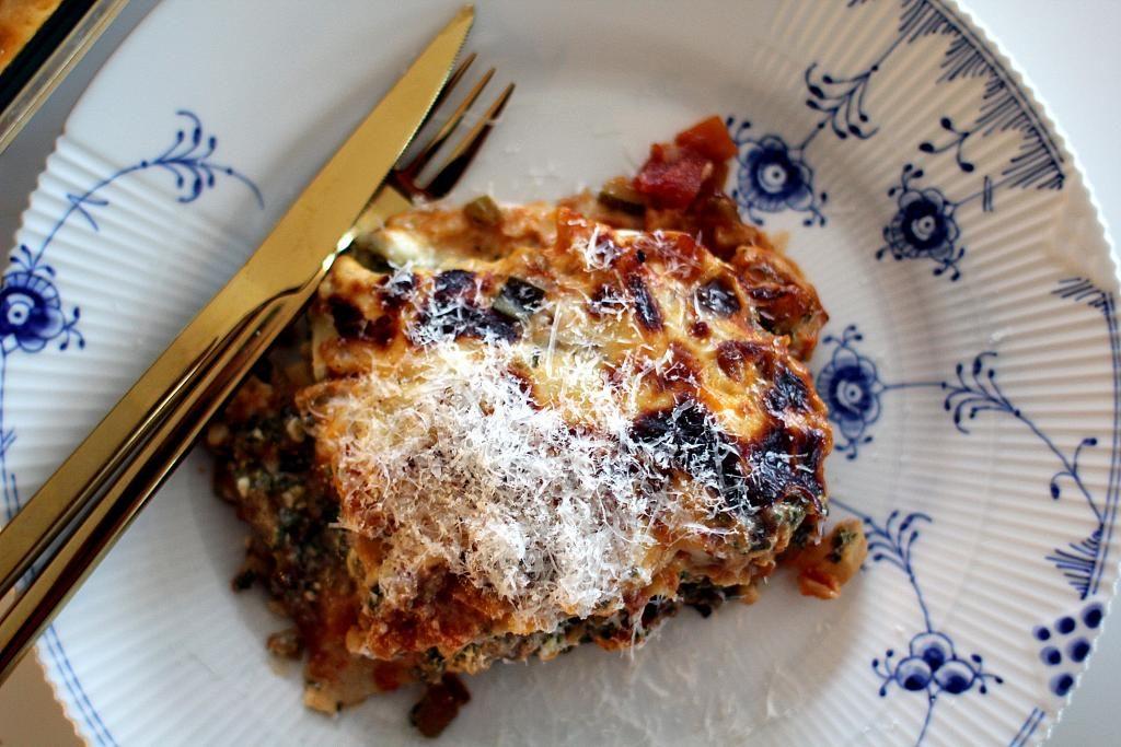 Opskrift på lækker og hurtig vegetarlasagne med spinat og hytteost...