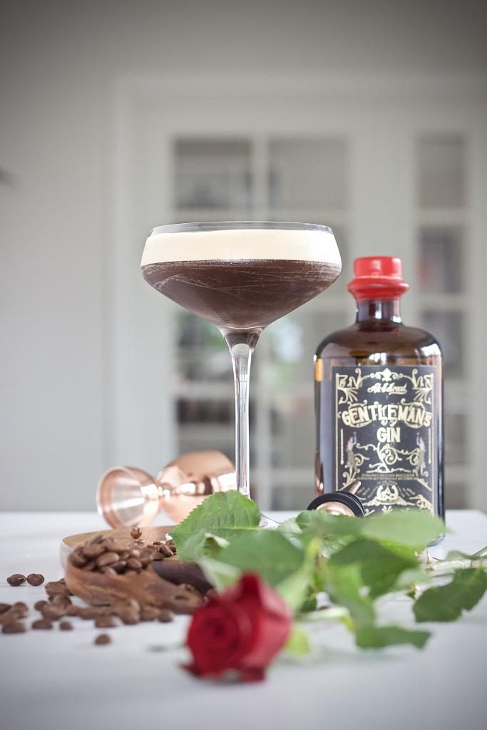 """Tuesdays GT """"One Cold Gentleman"""" fra The Cocktail Blog"""