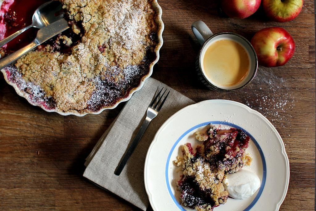 Uventede gæster? Hjælpen er her - Opskrift på verdens nemmeste brombærtærte!