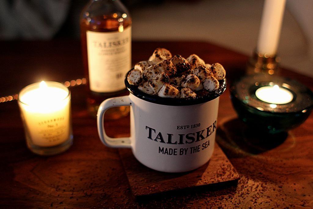 """""""Irish Coffee"""" med Talisker, sirup og skumfiduser - perfekt til en kølig eftermiddag..."""