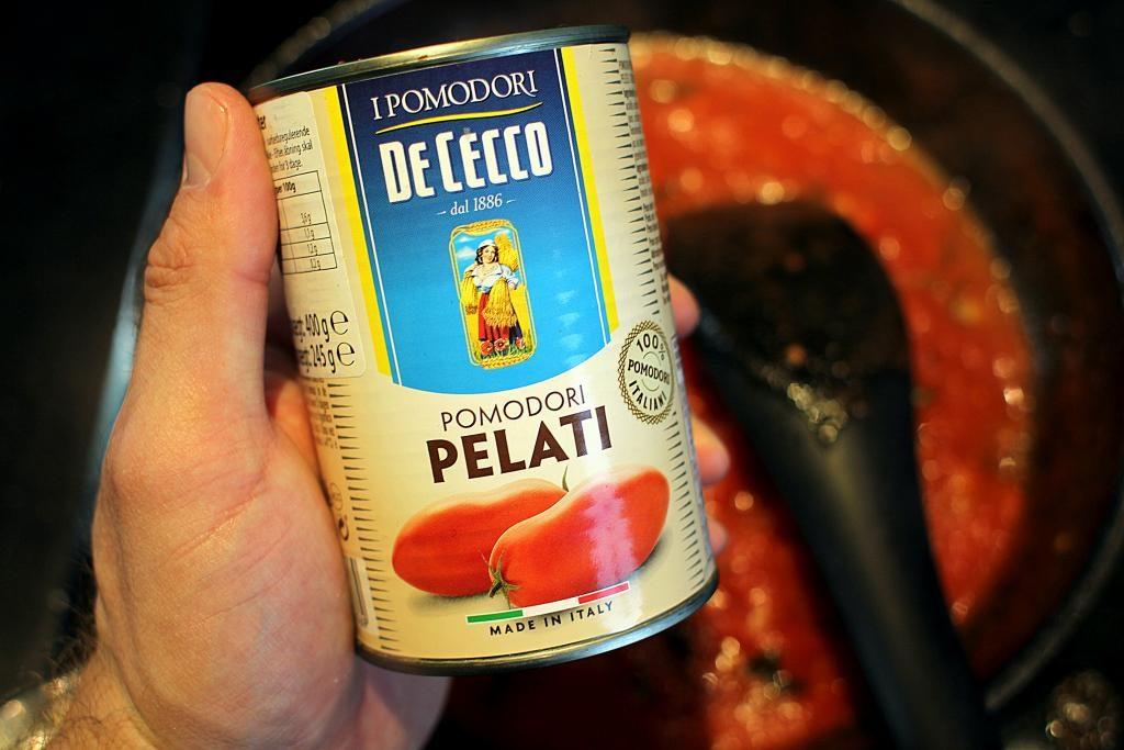 Spaghetti med tomatsauce og parmesan som min ven Riccardo laver det...