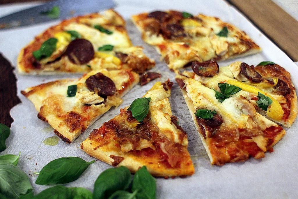 Madpakketema - Madpakkedag 1: Pizzaslices fra dagen før med agurk- og gulerodsstave!