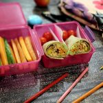 """Madpakketema – Madpakkedag 5: Verdens lækreste wraps med varmrøget laks, guacamole og friske grøntsager & """"Fredagssmoothie"""""""