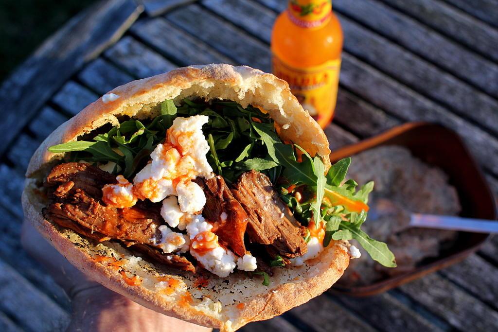 Påskefrokost: Pulled Lamb i Pita med baba ganoush og grillet feta...