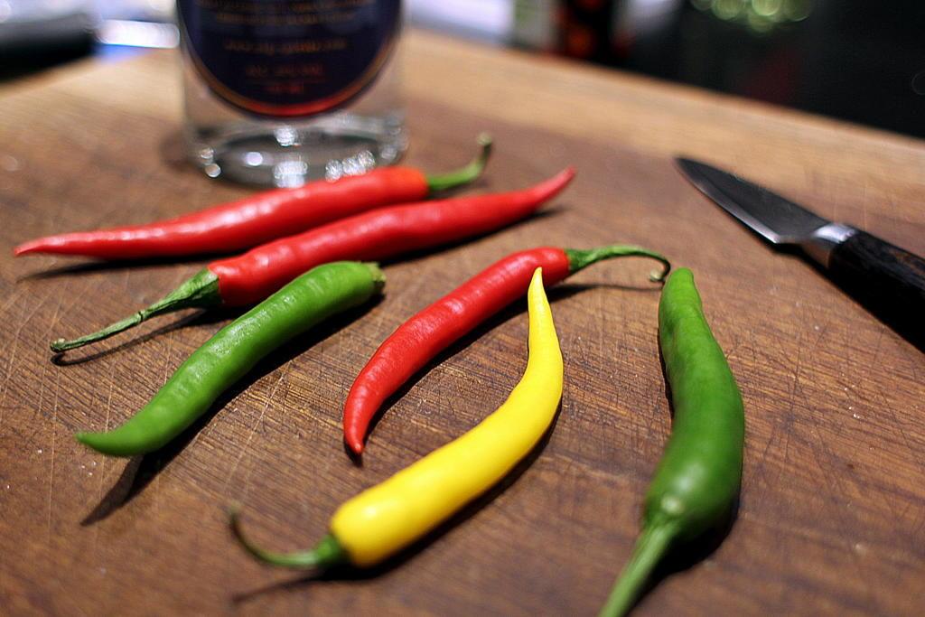 Opskrift på nem pasta med tomatsauce og flamberet chilli