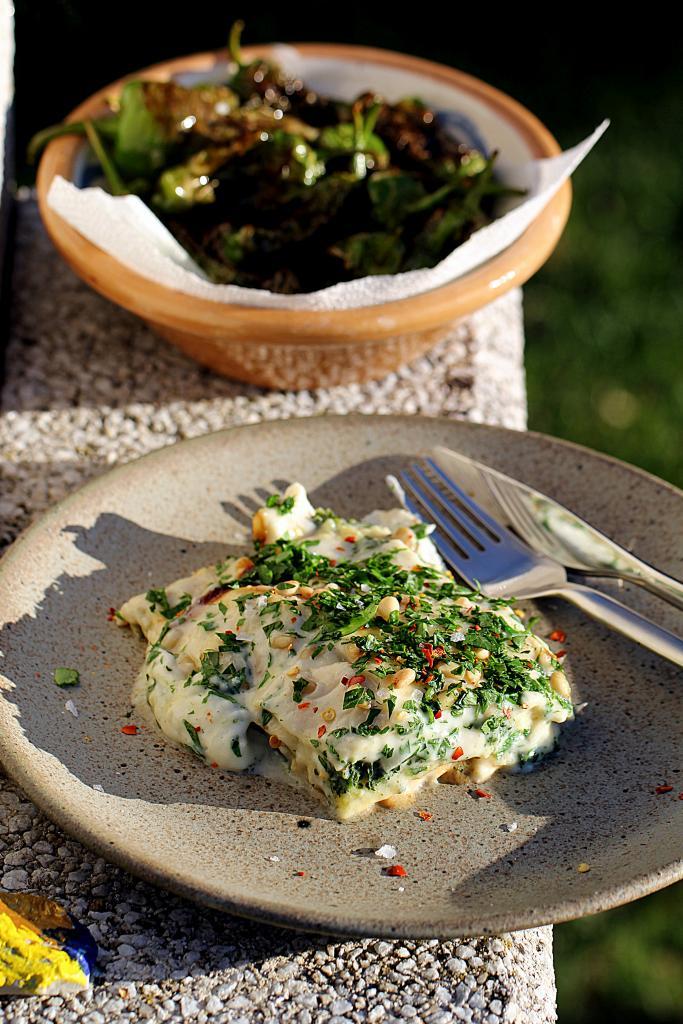 Fisklasagne med torsk, spinat og cremet monay sauce!