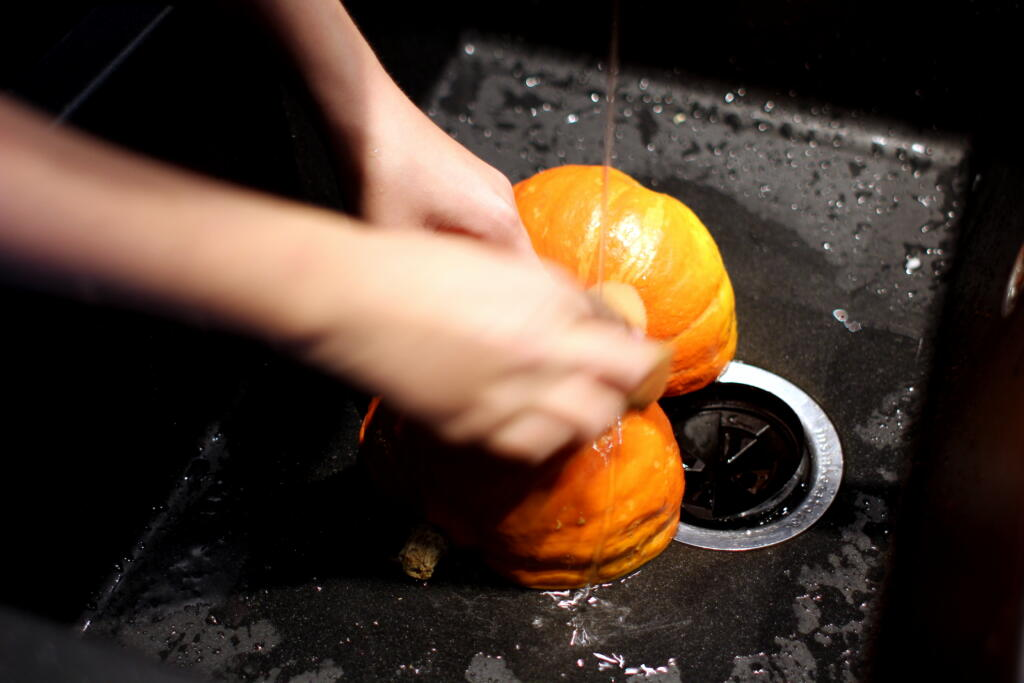 Halloween Tema: Bagt græskar med feta, valnødder og feta