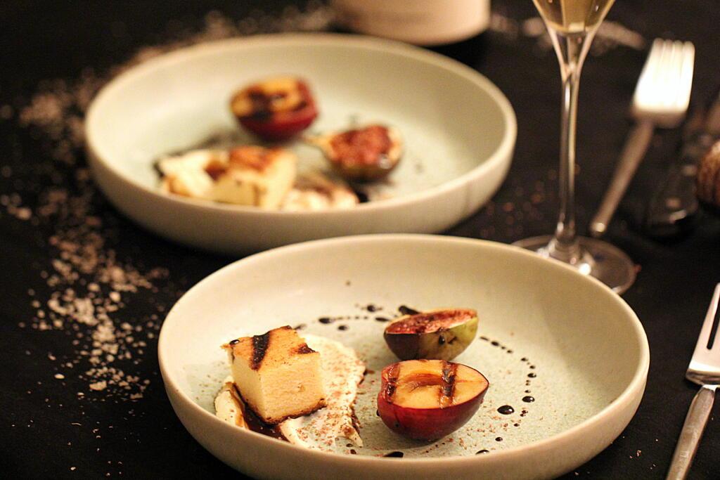 Nytårsmenu på grill: Mazarinkage med vaniljecreme, blomme og figne
