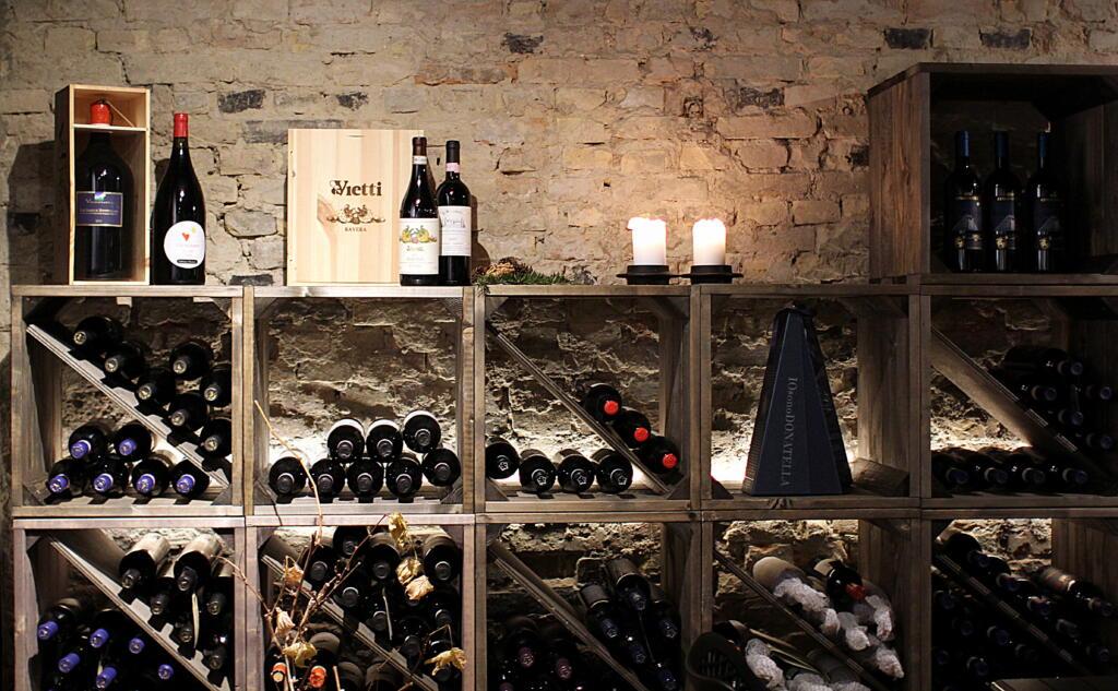 Oplev italiensk stemning midt på Budolfi Plads hos Quist Wine...