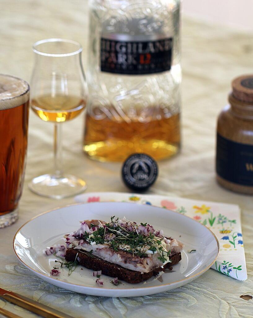 Påskefrokost: Røget sild med peberrodscreme og whisky...
