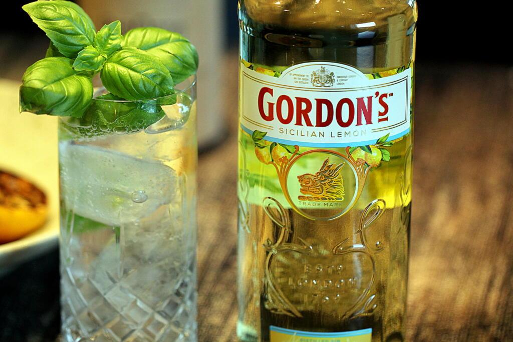 """Opskrift på """"Gin-pasta"""" - den perfekte sommerret"""