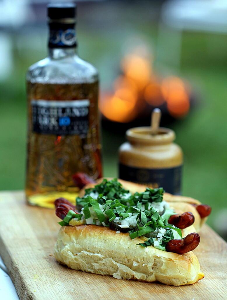 Hotdogs med ramsløgsmayo, remoulade og whiskysennep...